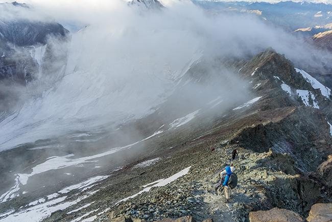 해발 6153m의 산 스톡 캉그리 정상에 오르다
