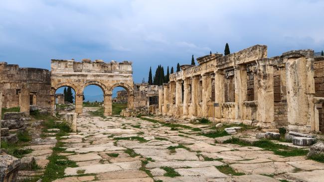 하얀 온천과 고대 도시를 품은 파묵칼레