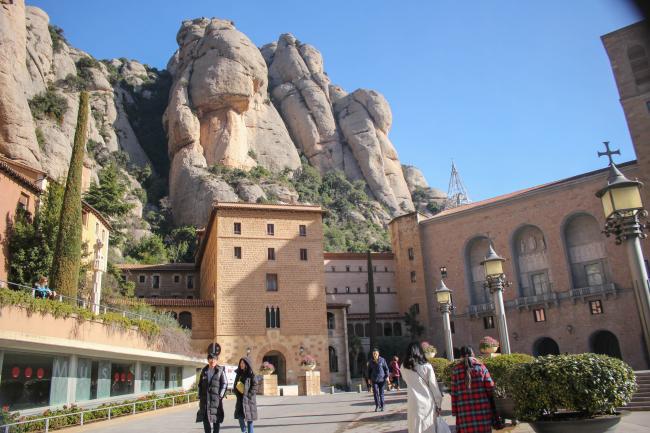 암벽 위 수도원, 몬세라토 -2-