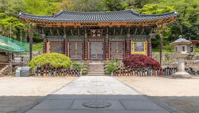 부처님의 품 한 가운데 자리한 사찰