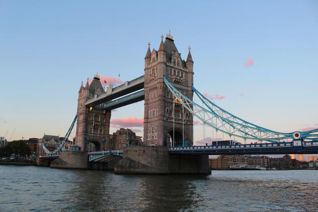 런던은 밤이 되면 화려함과 반짝임이 가득하답니다.