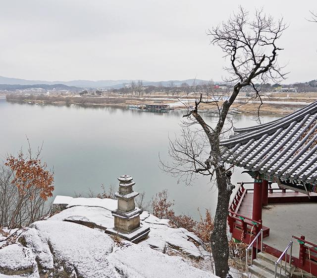 강월헌에서 바라보는 여강의 물줄기