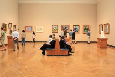 유럽 인상파의 주요 작품이 위치한 2층에서  1층으로 내려오는 관람 순서를 추천한다.