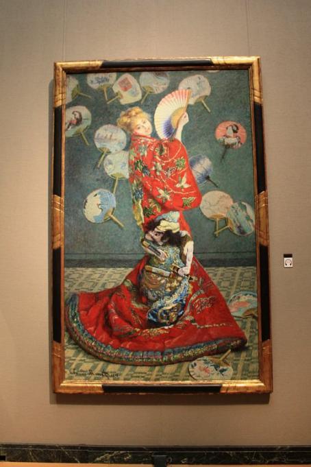 [8] 대표 소장품1  보스턴미술관에서 가장 유명한 작품 하나를 꼽으라면  바로 이 그림, 클로드 모네의 《기모노를 입은 카미유》다.  사진 속 여인은 모네의 아내인 카미유로, 이 그림이 그려지고나서  3년 뒤 사망했다고 알려져 있다. 원제는 《La Japonaise》.