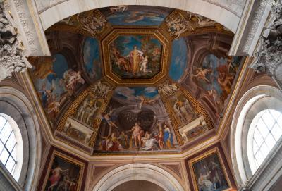 바티칸 시국은 이탈리아의 무솔리니 총리와 교황청의 피에트로 가스파리 추기경이  1929년 2월 맺은 '라테란 협정'에 의해 탄생된 완전한 독립국가로,  로마가톨릭교회가 유일한 국교이며 교황청의 절대적 주권을 인정받는다.