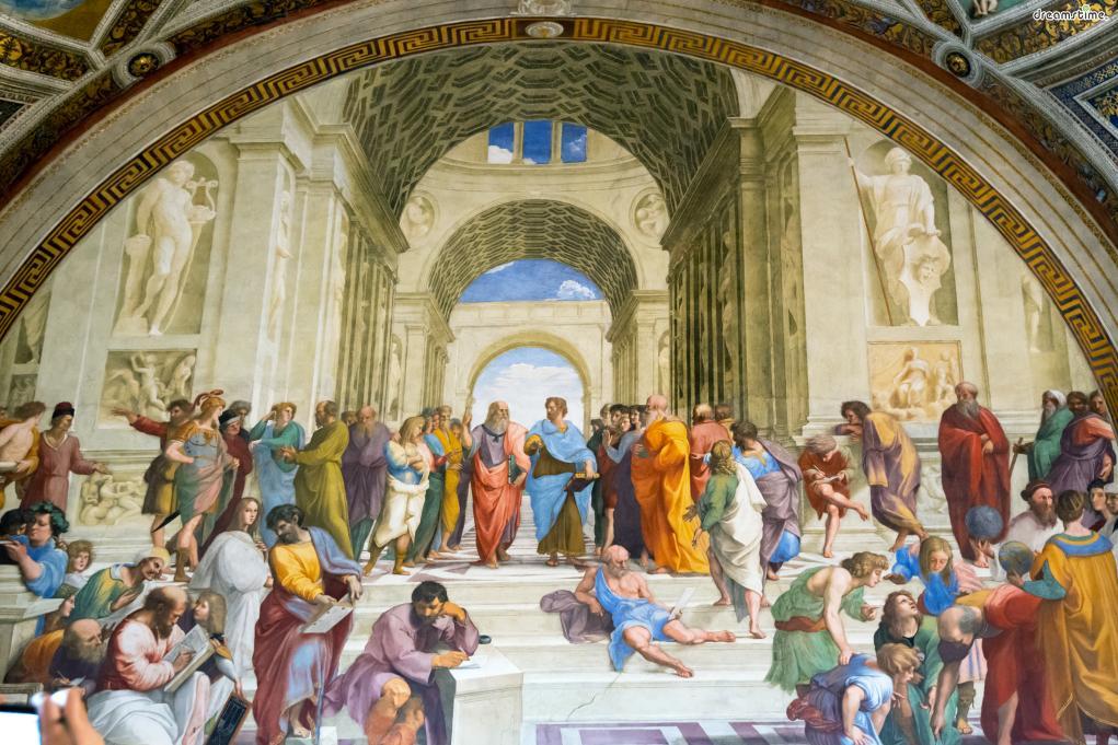 [9] 대표 소장품2  르네상스 미술의 거장라파엘로의 《아테네 학당》 역시  바티칸미술관에서 반드시 보아야 할 작품으로 꼽힌다.  《아테네 학당》은 라파엘로가 교황 율리오 2세의 개인 서재인  '서명의 방(Stanza della Segnatura)'에 그린 프레스코 벽화로,  플라톤, 아리스토텔레스, 소크라테스, 피타고라스 등  역사적인 학자들의 모습이 총 망라되어 있다.
