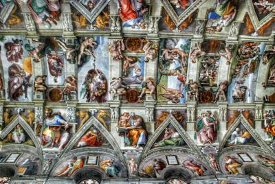 《아담의 창조》는 시스티나 성당 천장에 '천지창조'라는 주제로 그려진  9점의 프레스코화 중 하나이다. 고대에는 어려운 라틴어 성경을 읽지 못하는  일반 성도들을 위해 화가들이 그림을 그려 성경을 설명하는 역할을 했다.  얼핏 작아보이지만, 《아담의 창조》 한 작품의 크기만 2.8m x 5.7m이다.