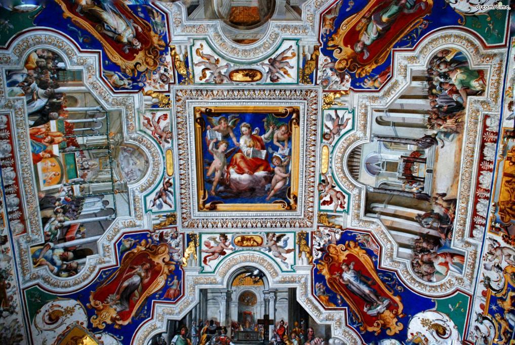 이후 클레멘스 14세 , 비오 6세, 그레고리오 16세 등  후대 여러 교황들이 교황청의 소장품들을 바탕으로  바티칸궁 안에 다양한 미술관과 박물관을 설립해 오늘날에 이른다.  바티칸미술관은 여러 세기의 교회 미술 뿐 아니라 이집트 문명 등  다양한 서양 문명의 유산들까지 보유한 방대한 컬렉션을 자랑한다.