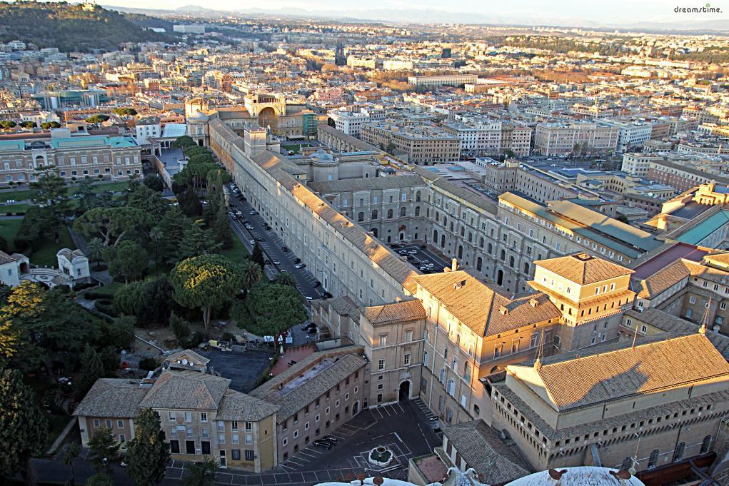 이렇듯 바티칸 시국은 오랜 역사를 지닌 로마 가톨릭 문화의 본산지로,  작은 나라지만 전 세계에 지대한 영향을 끼치는 국가이다.  1984년에는 국가 전체가 유네스코 세계문화유산으로 지정되기도 했다.