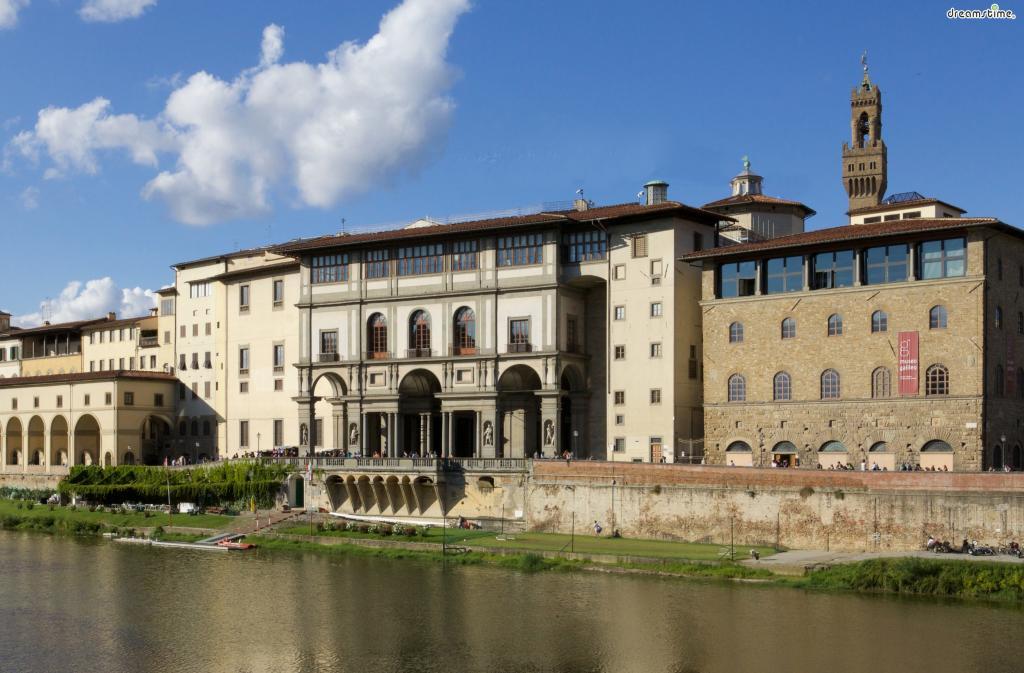 [4] 주소 및 위치  Piazzale degli Uffizi, 6, 50122 Firenze FI, 이탈리아 시뇨리아 광장에서 도보 1분, 베키오 궁전 바로 옆
