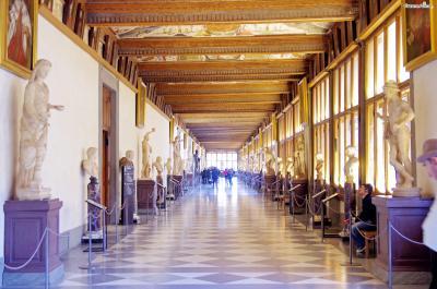 1765년 그녀의 뜻에 따라 우피치궁에 있던  메디치가의 모든 소장품들이 공공에 개방되었고  1865년 정식 미술관이 되어 지금에 이른다.