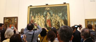 ▲우피치에서 《비너스의 탄생》만큼이나 인기가 많은 보티첼리의 《봄(La Primavera》.