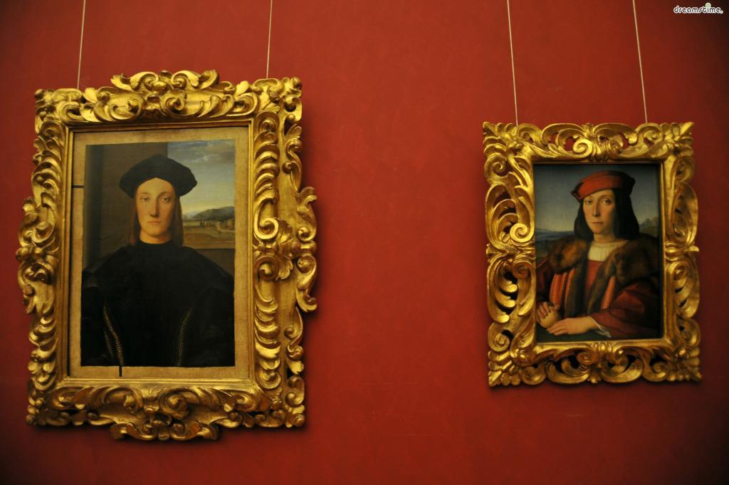 [2] 메디치 가문?  15-16세기 피렌체공화국에서 가장 유력하고 영향력이 높았던 가문이다.  교황 및 프랑스 왕비를 여럿 배출한 명문가로, 피렌체공화국의 실제적인 통치자였다.  은행업으로 쌓은 막대한 부로 학문과 예술 후원에 앞장섰으며  피렌체가 르네상스의 요람이 되는 것에 결정적인 역할을 했다.  우리가 잘 아는 미켈란젤로, 보티첼리, 다 빈치 등은 모두 메디치가의 후원을 받는 화가였다.
