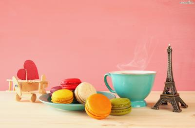 아름다운 색감과 앙증맞은 크기, 다양한 맛 때문에 여성들이 특히 좋아하는 디저트이며,  오늘날 프랑스 디저트의 대명사가 됐다.