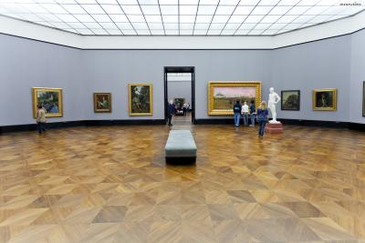 [7] 미술관 구성 미술관은 총 3층으로 구성되어있으며, 1층에서는 고전주의 조각품들과 사실주의 작품들을 감상할 수 있다.  2층에서는 특별 전시와 프랑스 인상파 화가들의 작품들을 만나볼 수 있다.  3층에서는 독일미술 중심의 상설 전시회가 열린다.
