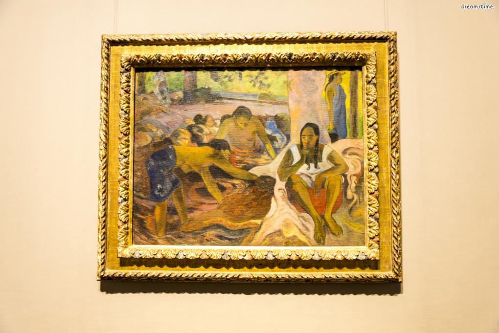 [10] 대표 소장품3  폴 고갱의 작품 《타히티의 여자 고기잡이들》도 구국립미술관의 주요 소장품이다.  고갱은 고흐, 모네, 세잔 등과 함께 후기 인상파의 대표 인물로 꼽히는 작가로,  파리에서 타히티로 떠나 그곳에서 많은 걸작을 남겼다.  구국립미술관에서는 고갱 외에도 르누아르, 세잔의 작품들도 다수 소장하고 있다.