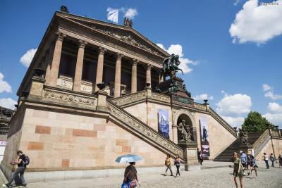 그렇게 1876년 독일 제국을 대표할 미술관인  알테 나치오날갈라리(Alte Nationalgalerie)가 세워진다.  알테 나치오날갈라리는 오랜 시간 독일을 대표하는 미술관으로서 그 역할을 톡톡히 했다.  1968년 또 하나의 국립미술관인 베를린 신국립미술관(Neue Nationalgalerie)이  개관한 이후, 이와 구별하기 위해 '구(舊)국립미술관'이라 불리게 되었다.