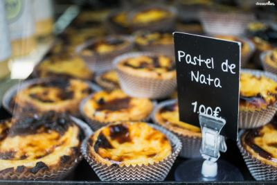 1820년 무렵 포르투갈 전역에 자유주의 운동이 일면서  제로니모스 수도원은 문을 닫게 됐고, 수도원의 에그 타르트 레시피는 인근에 있는 설탕 정제 공장에 팔렸다.