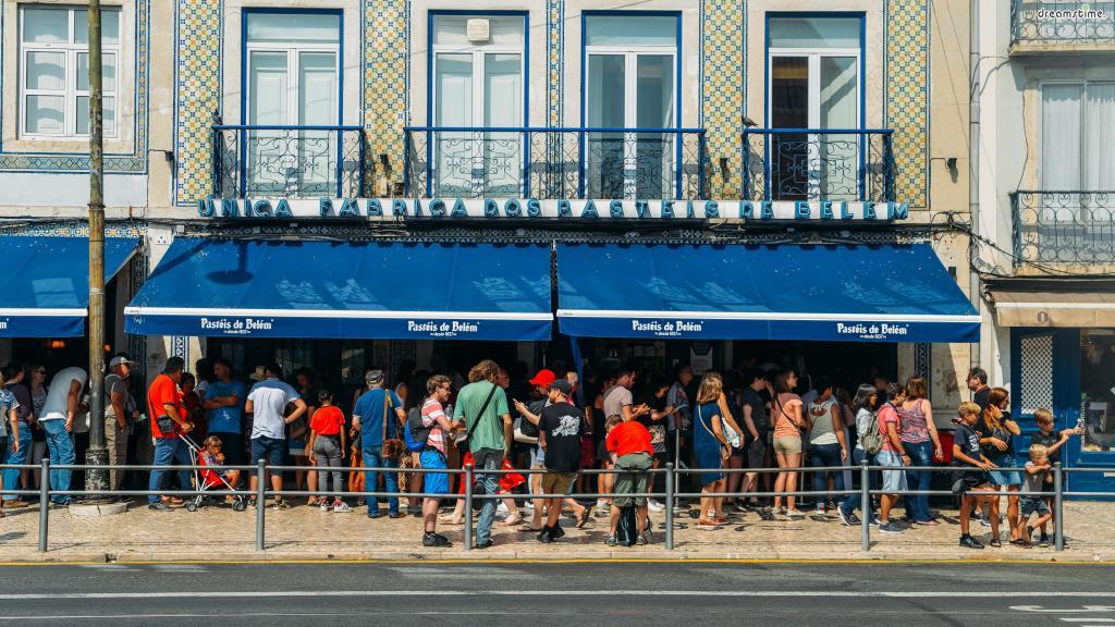 [궁금증5. 최고급 에그 타르트를 맛볼 수 있는 곳은?] 포르투갈에서 가장 오래된 빵집 파스테이스 드 벨렘(Pastéis de Belém) 리스본에 자리한 벨렘 빵집은 1837년부터 전통 에그 타르트를 판매하고 있다.