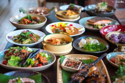 [태국 음식 파헤치기] Point 1. 미각을 자극하는 화려한 맛 태국 음식은 단맛, 짠맛, 신맛, 매운맛을 골고루 갖추고 있다. 쉴틈없이 미각을 자극하는 태국 음식은 중독성이 강하기로도 유명하다.