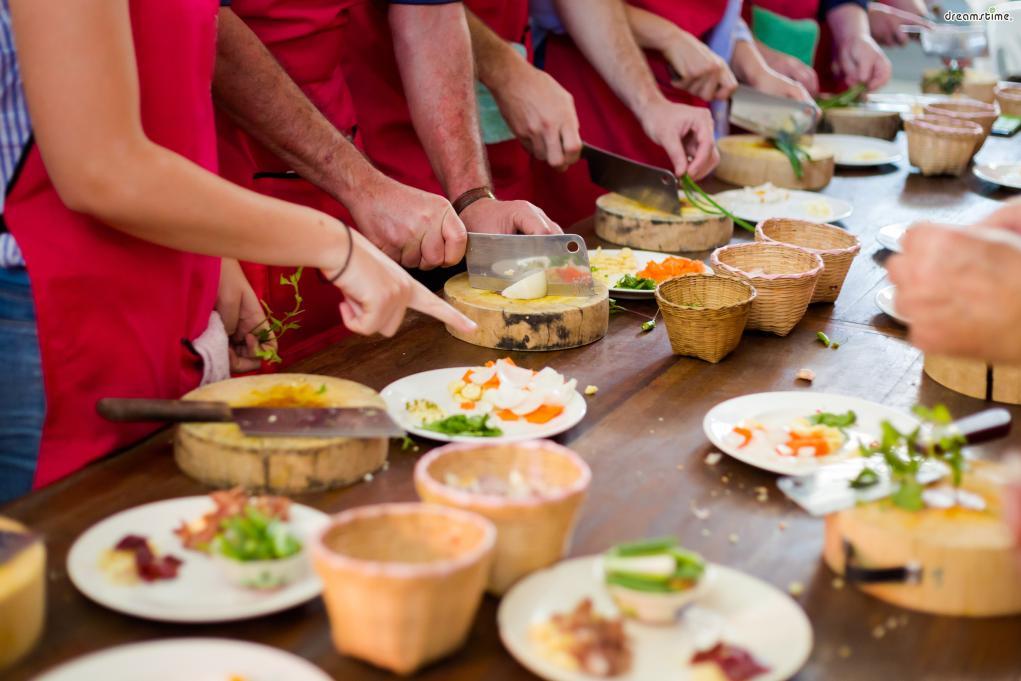 [태국 음식 파헤치기] Point 2. 다양한 식문화의 조화 지리적으로 인접한 인도와 중국의 영향을 오랫동안 받으며 성장한 태국 식문화. 때문에 카레와 칠리를 이용한 요리가 자연스럽게 발전할 수 있었다.