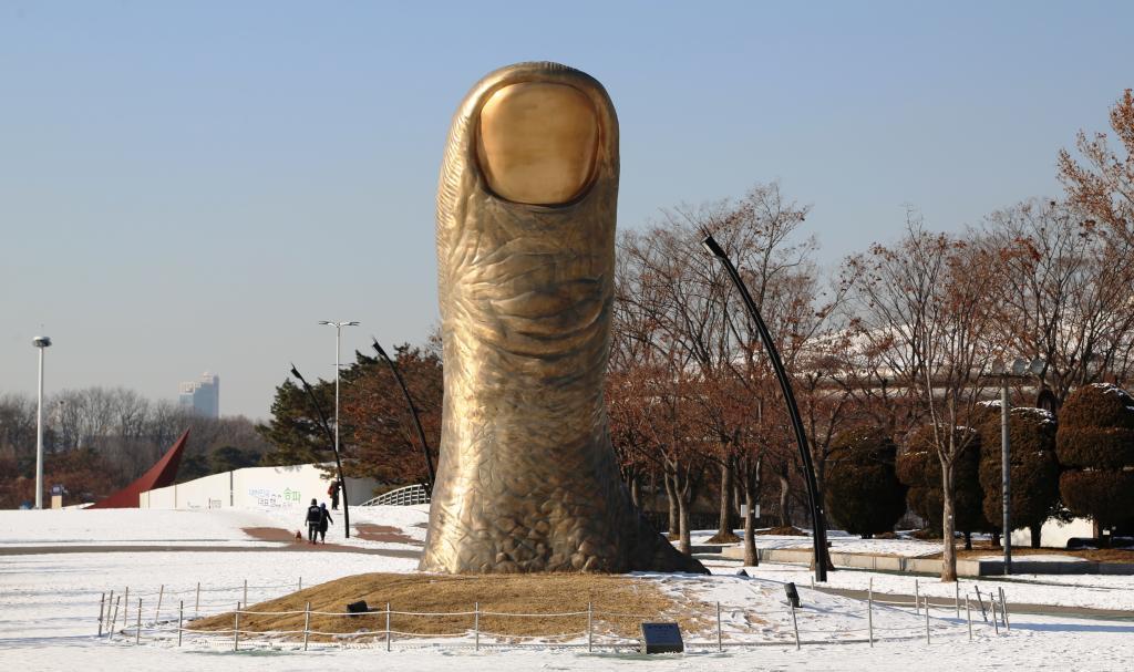 매주 수요일과 목요일 오전 10시와 11시에  올림픽 조각공원 도슨트 투어도 진행되고 있다.  비용은 무료이며, 소마미술관 홈페이지에서 신청할 수 있다.