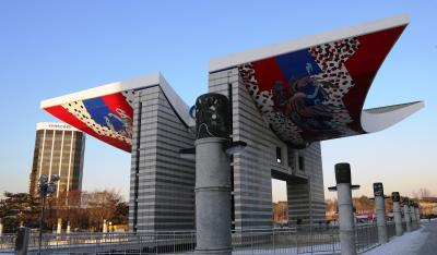 [2] 간단한 역사  소마미술관은 88서울올림픽을 위해 조성된  잠실 올림픽공원 안에 위치한 미술관이다.
