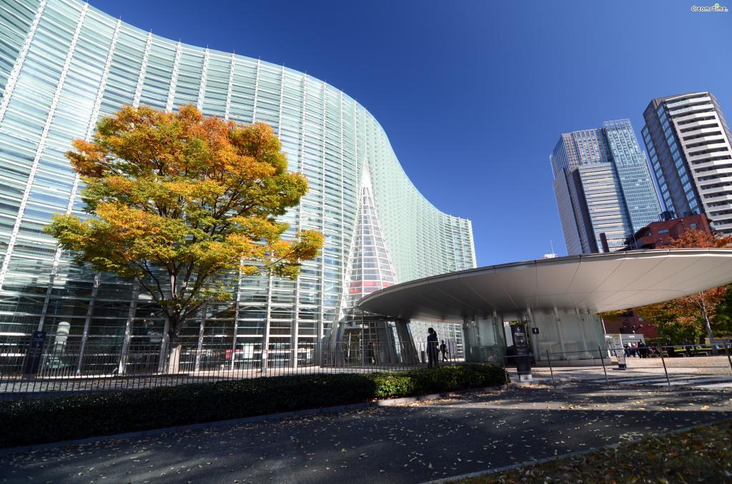 [3] 간단한 역사  국립신미술관은 일본 정부에서 모리미술관, 산토리미술관과 함께  '롯폰기 아트 트라이앵글'을 선언하며 2007년 설립한 미술관이다.  삼각형을 완성한 미술관이라고 할 수있겠다.